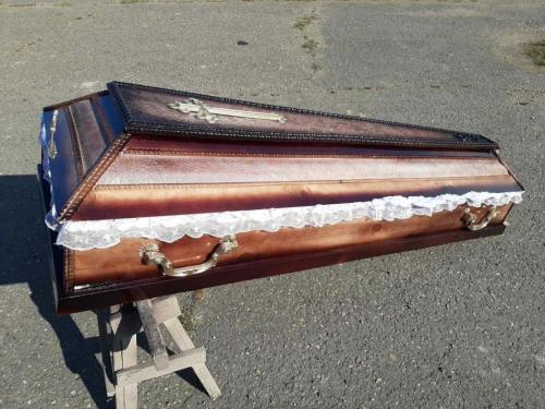 Купить гроб недорого в распятием Христа