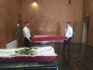 Украшение зала для прощания с умершим